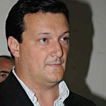 Intendente Arrese de Guatraché bajo los sueldos de los concejales, pero no el suyo.
