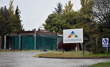Alpargatas suspende personal