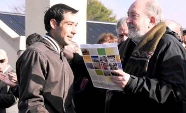 La comitiva fue recibida por el intendente local, Ricardo Delfino
