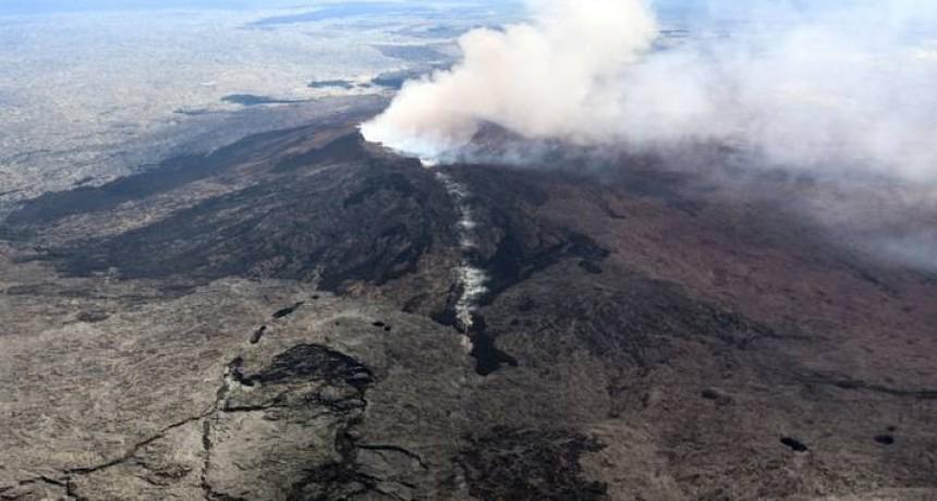 Hawaii: 10 mil evacuados por sismos y la erupción de un volcán