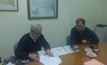 Macachín firmó convenio de PROSEDEC para realizar ampliación de la red cloacal