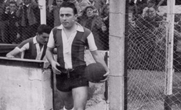 Fue uno de los mejores jugadores de la historia de Rosario Puerto Belgrano.