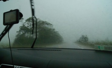 Por las lluvias, el agua tapa la ruta 67