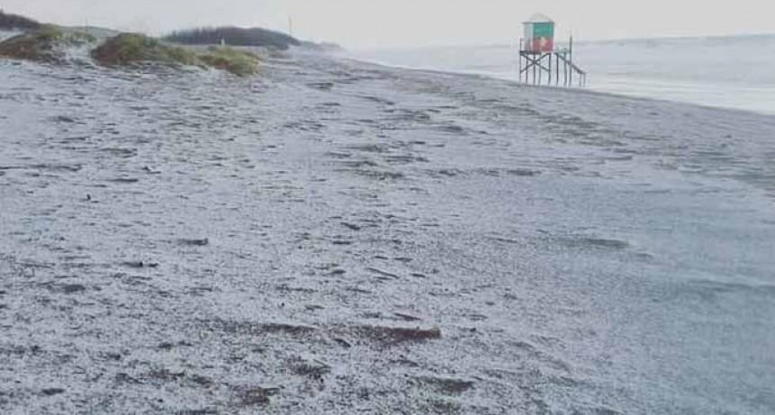Sobre el mediodía, la ciudad de Monte Hermoso sufrió una tormenta de granizo