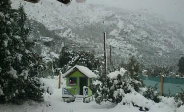 Nevó fuerte en Bariloche y hay alerta meteorológico