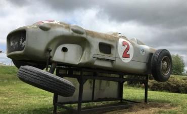 Destrozaron un monumento a Fangio