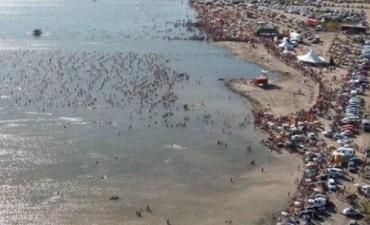 Más de 3000 personas se metieron al lago más denso del país