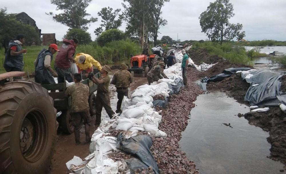 Inundaciones: 2.200 evacuados y alerta meteorológico