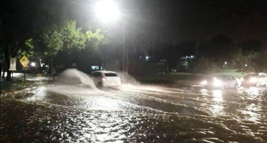 Torrencial lluvia y piedra en Santa Rosa