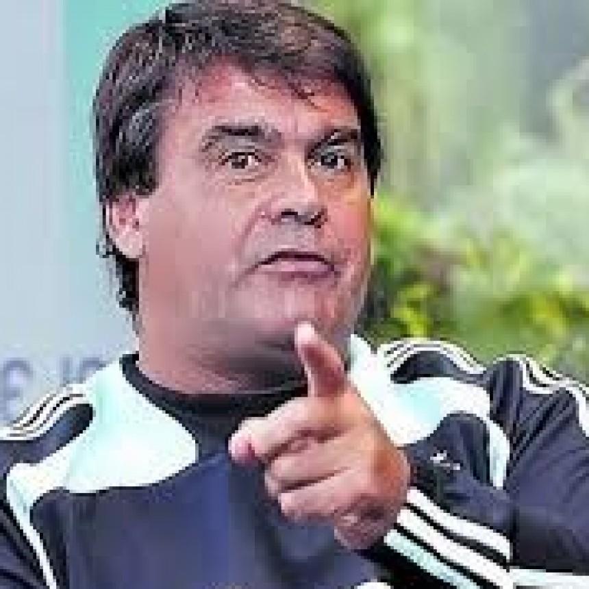 El emblemático ex futbolista de la Selección sufre una enfermedad degenerativa y está internado en un instituto médico de rehabilitación