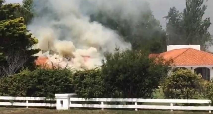 Un incendio arrasó el techo del salón de La Campiña