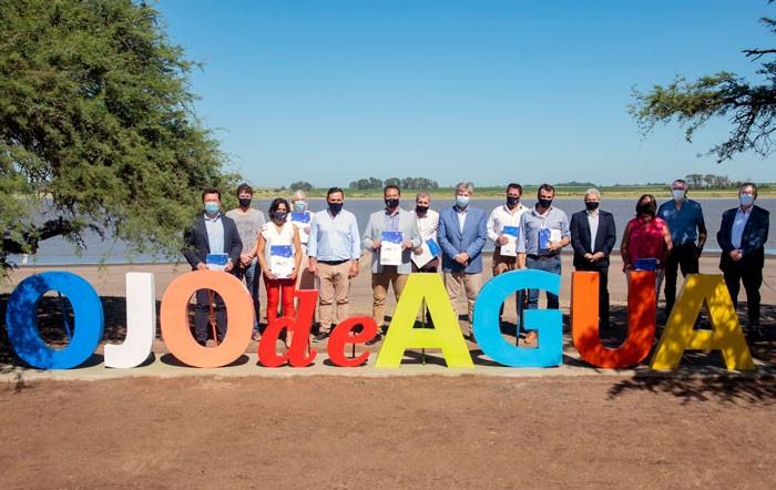 Firmaron convenios con diez municipios para construir viviendas