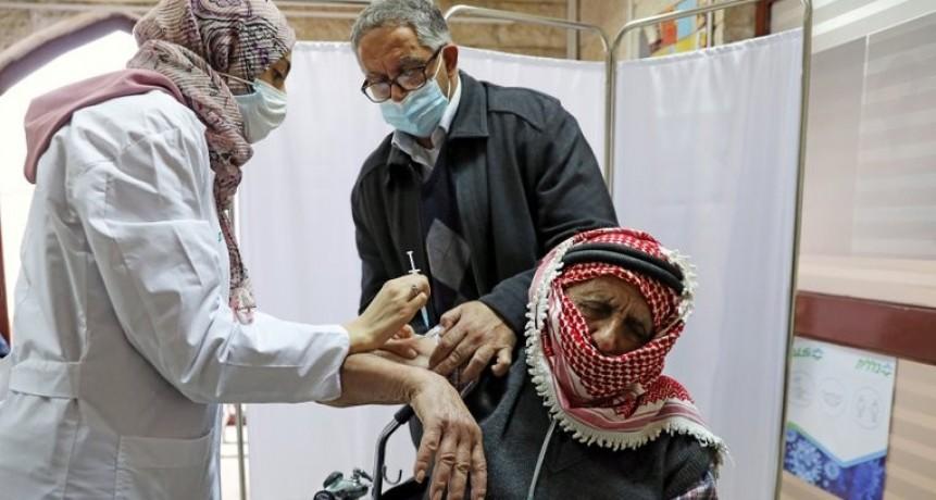Cómo fue que Israel se convirtió en un líder mundial de la vacunación contra la COVID-19