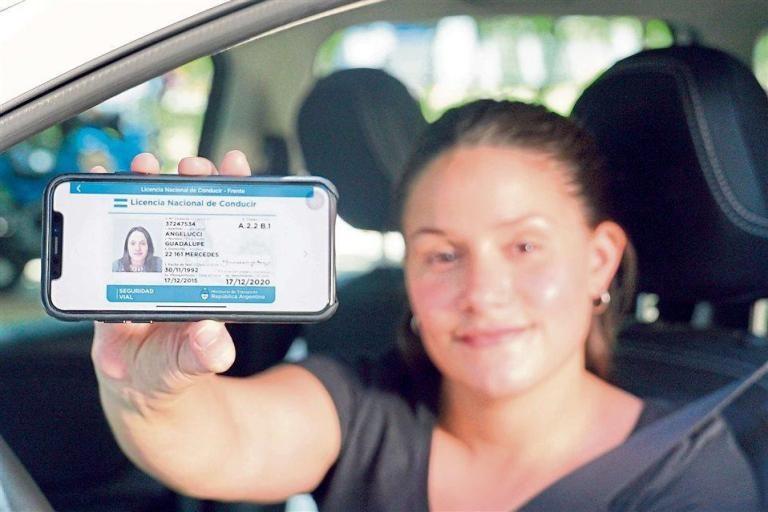 Ahora la licencia de conducir podrá llevarse en el celular