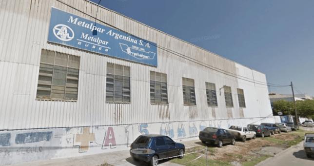 Cerró la fábrica de colectivos más grande del país y dejó más de 500 despedidos
