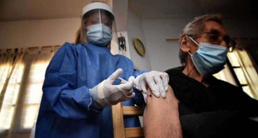 Sigue la vacunación en geriátricos contra el covid