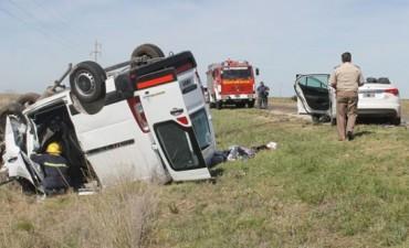 Un choque frontal y vuelco sobre la ruta provincial 1 se cobró la vida de una mujer