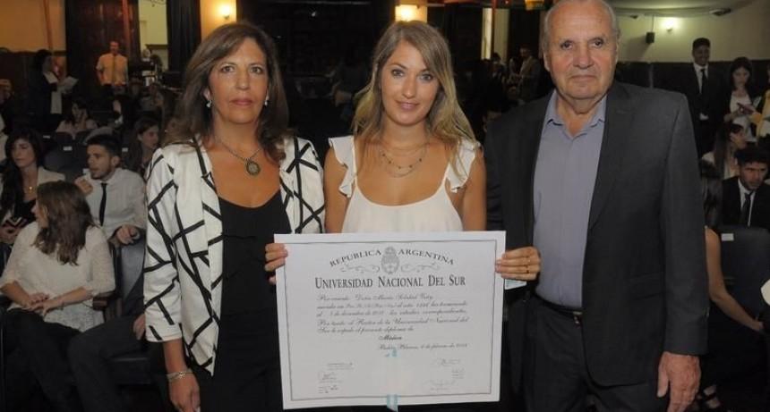 Es egresada de la carrera de Medicina y recibió el título y la distinción en el acto realizado este mediodía.
