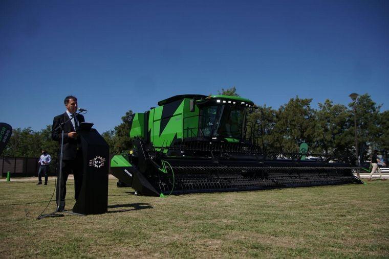 Metalfor presentó su nueva cosechadora en Córdoba