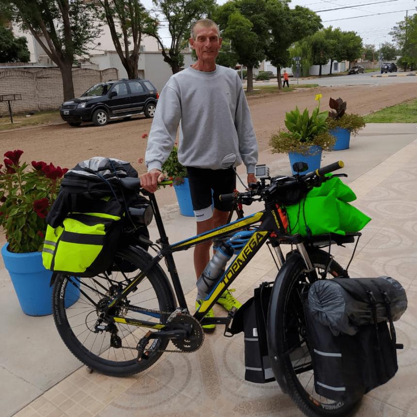 Hugo Rau y su recorrido por La Pampa en bicicleta