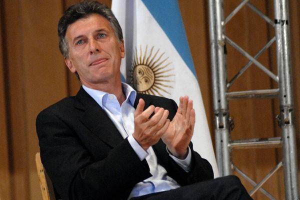 Inician negociaciones con la UCR y viene Macri
