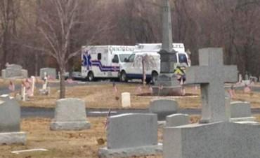 El peor final: murió aplastado por la lápida de su suegra