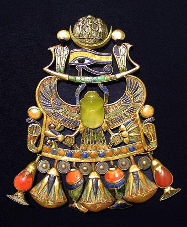 El escarabajo de cristal del rey Tutankamón vino del espacio exterior