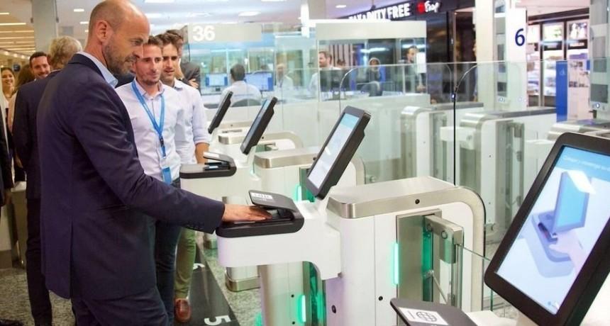 Ahorrará tiempo a los pasajeros y cumplirá con los mismos controles y seguridad que el proceso manual.