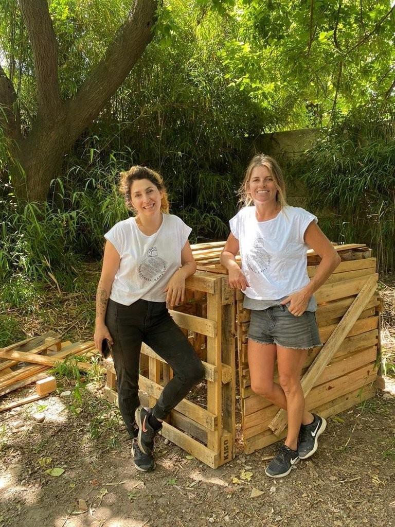 """""""Oro negro"""": convirtieron un hobby en el negocio de sus sueños con el que tratan desechos orgánicos"""