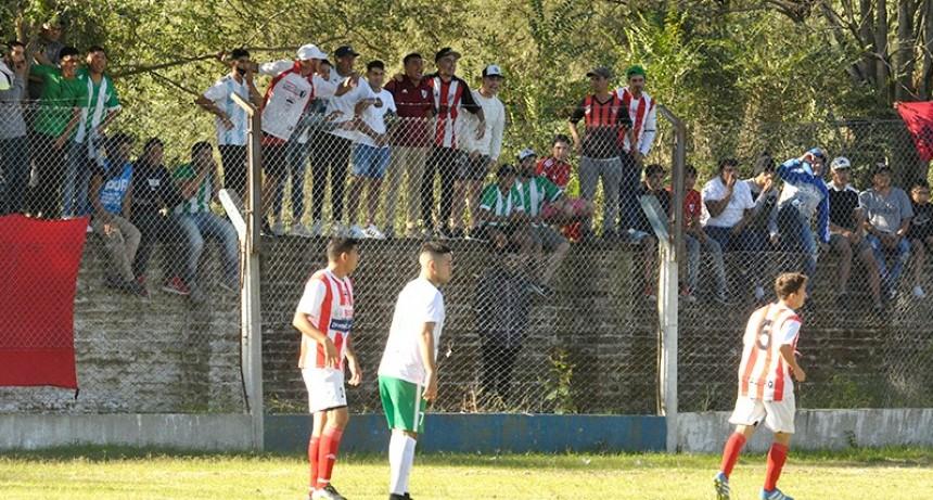 ¿Fútbol sin público?: una multitud pese a la prohibición
