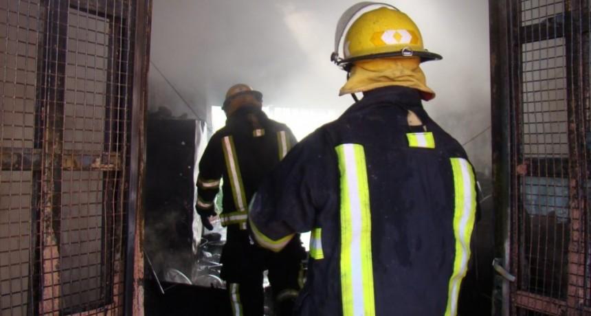 El nene que compró los botines a su amigo sufrió el incendio total de su casa