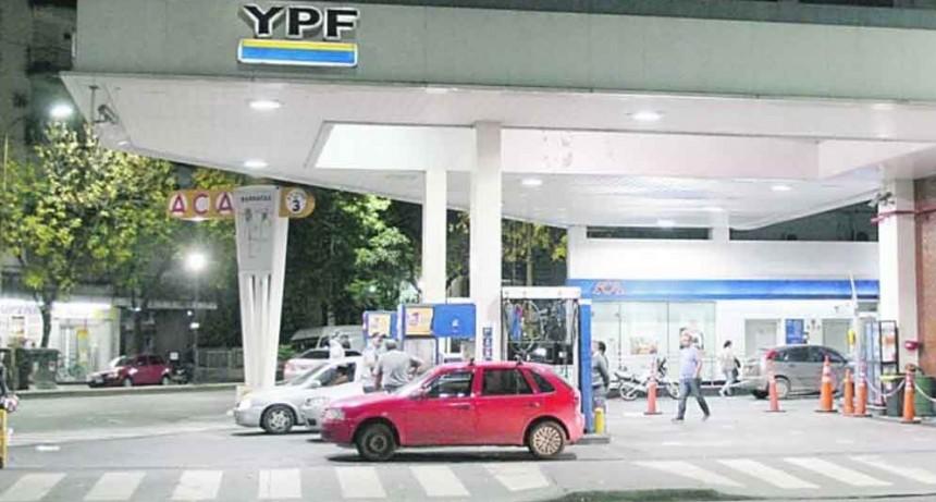 Desde medianoche, YPF aumenta un 1,5% el precio de sus combustibles