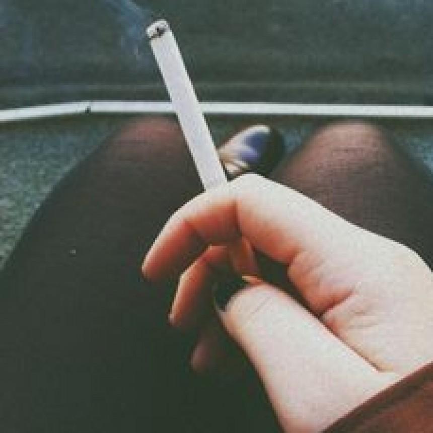 Rehabilitan la producción de cigarrillos en medio del desabastecimiento