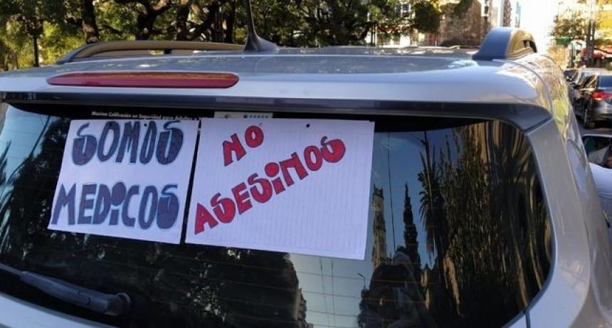Marcha en contra de las imputaciones de médicos en Córdoba