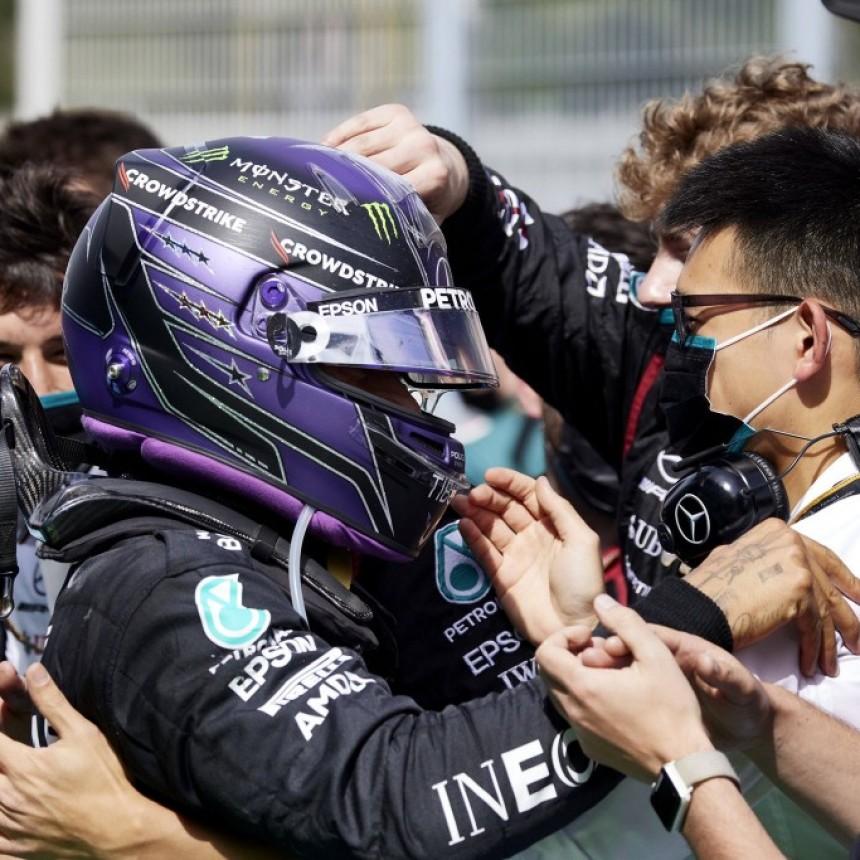 tra impresionante victoria del invencible Lewis Hamilton