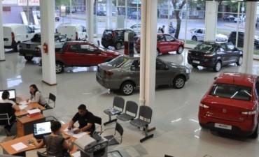 El Gobierno redujo el impuesto para los autos
