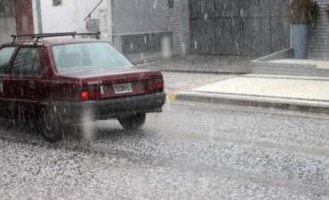 El alerta meteorológico por fuertes tormentas para la ciudad y la zona se cumplió pasadas las 15 horas.