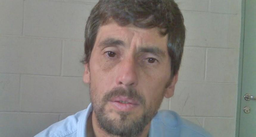 Gustavo Ravainera en Villa Iris y sin la pulsera electrónica