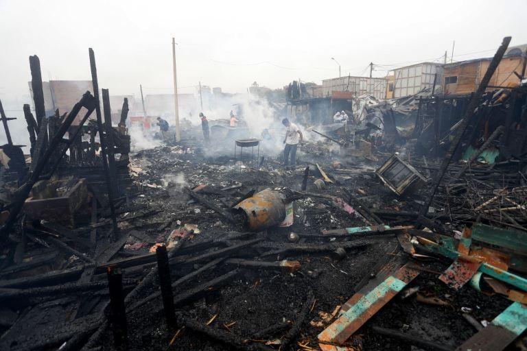 En vísperas de los Panamericanos, un incendio destruyó 200 casas en Lima