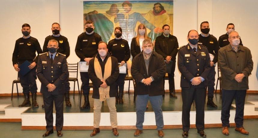 Se entregaron insignias a suboficiales y agentes de Policía distinguidos por mérito extraordinario