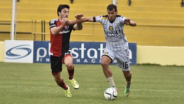Olimpo se hizo fuerte de local y le ganó por 2-0 a Newell's.