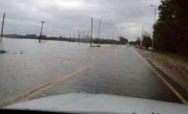 Por las inundaciones, hay cortes totales en las rutas 8 y 9