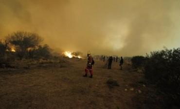 Los bomberos puntanos luchan contra el fuego