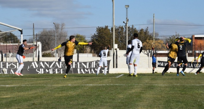 Pampero e Independiente de Aráuz empataron en la final de ida de la Zona Sur