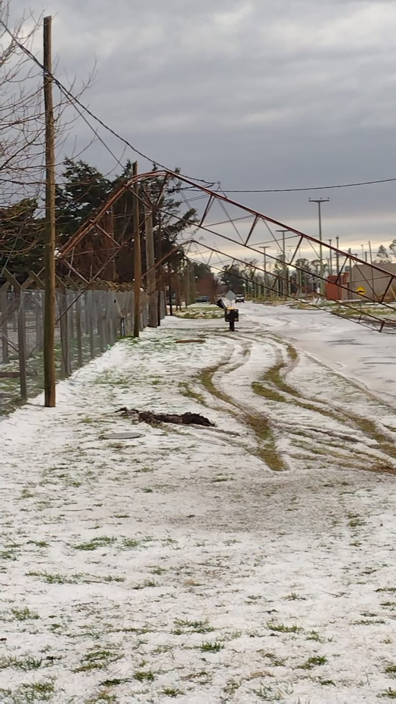 Saladillo: un violento temporal de lluvia y granizo causó destrozos y voladuras de techos