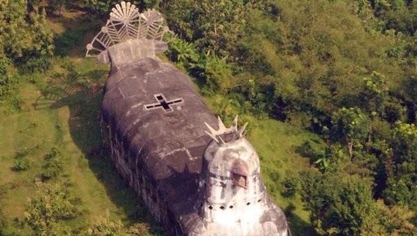 Una iglesia con forma de gallina