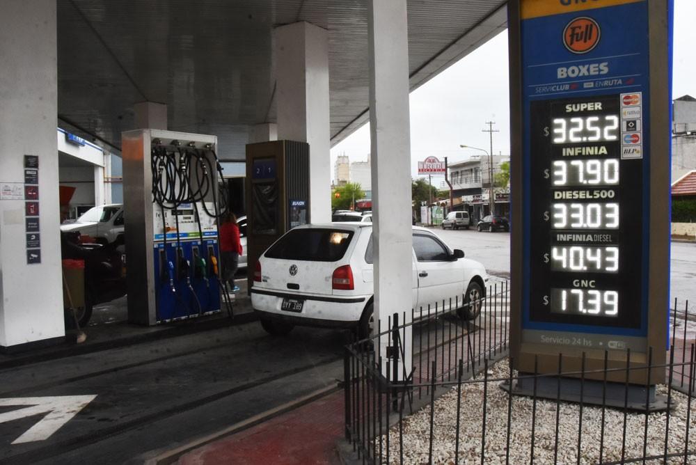 YPF aumentó las naftas un 9%: acumulan 74% en el año