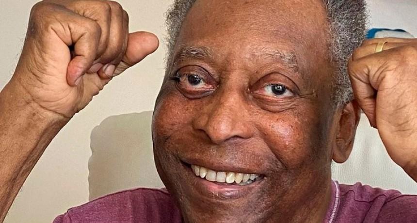 Pelé abandonó la unidad de cuidados intensivos y fue trasladado a una habitación común