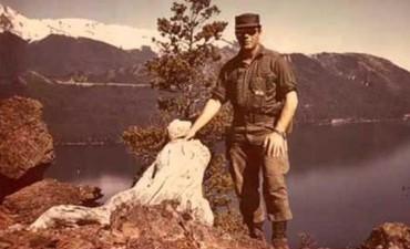 Descubrieron una plaqueta al cumplirse 50 años del egreso del capitán Héctor Cáceres