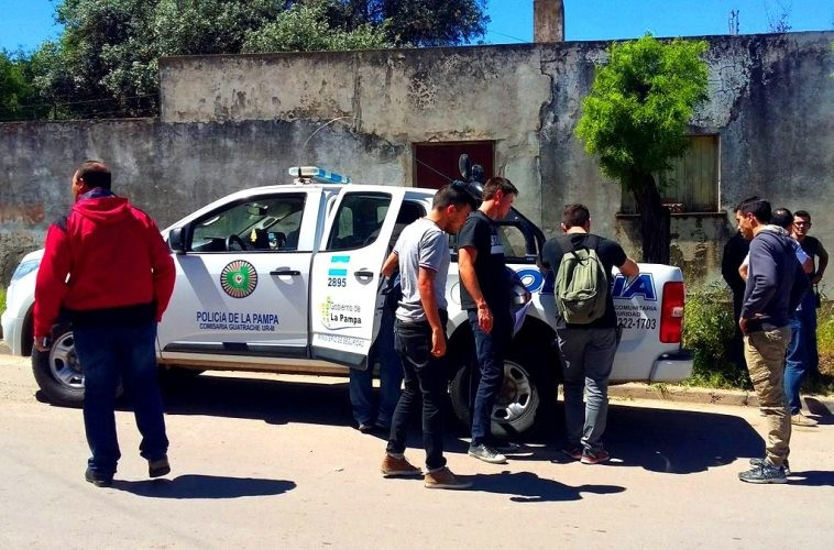 Personal de la Brigada de Investigaciones de la Unidad Regional I y de las comisarías de Miguel Riglos y Guatraché